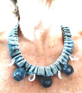 Le premier collier d'une longue série de bijoux